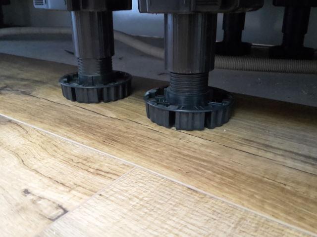 Keukenblok op zwevende vloer